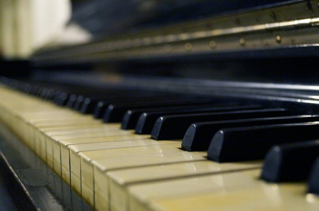 How to Clean Piano Keys and Keyboards – the Right Way