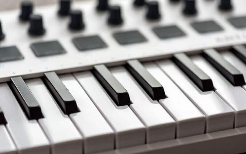 Best Midi Keyboard 2020.Top 7 Best 88 Key Fully Weighted Midi Keyboard Controllers 2019
